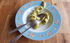 Gesund abnehmen: Vermeide leere Kalorien