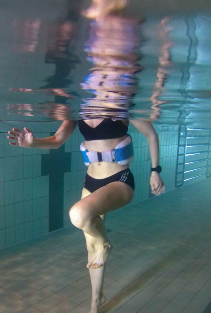 Aquajogging ähnelt der Laufbewegung an Land